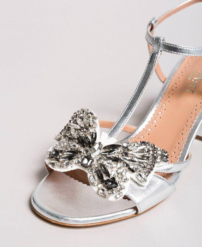 Leder-Sandalen mit Schmuck-Schmetterling Silber Frau 191TCP108-05
