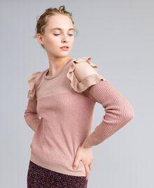 Pullover aus Lurexjacquard mit Rüschen Hellrosa / Lurex Frau PA834E-01
