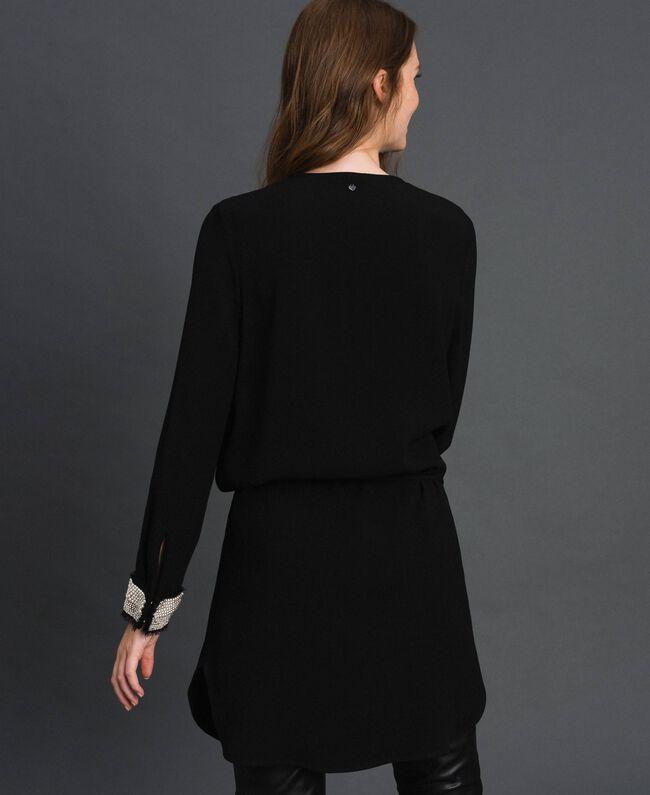 Kleid mit aufgestickten Perlen Schwarz Frau 192TT229B-03