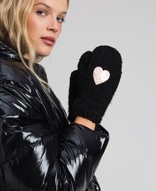 Bouclé yarn mitts with heart Black Woman 192LL4ZAA-0S