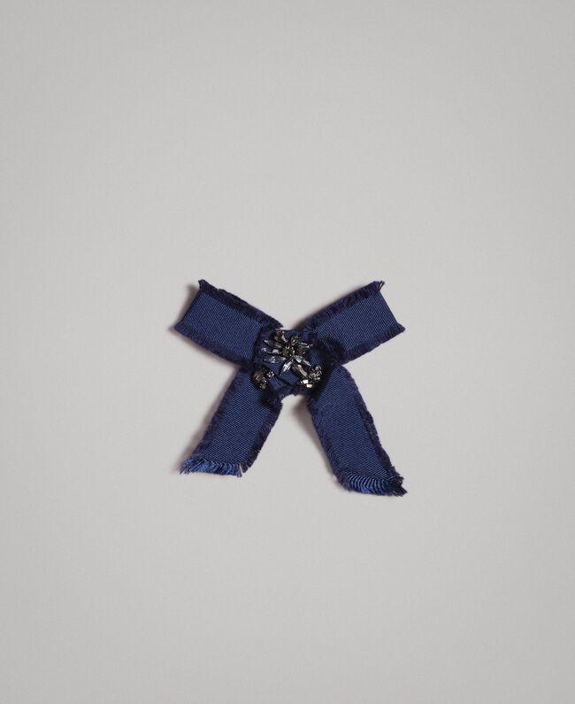 Pullover im Color-Block-Look mit Schleifenbrosche Multicolour Indigo / Weiß / Hortensienpink Frau 191MP3091-20
