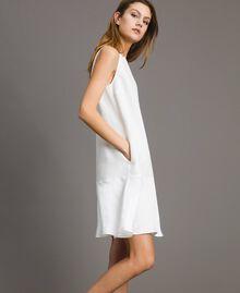 Leinen-Kleid aus Enver-Satin mit Volant Weiß Schnee Frau 191TT2304-02