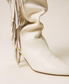Hoher Stiefel aus Leder mit Fransen Weiß Schnee Frau 212TCP10G-04