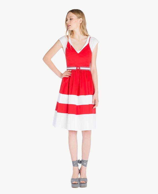 Kleid aus Popeline Zweifarbig Feuerrot / Optisches Weiß Frau YS82FA-01