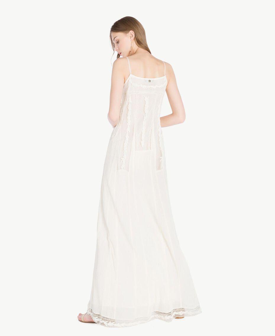 Langes Kleid mit Stickereien Elfenbein Frau TS82BD-03