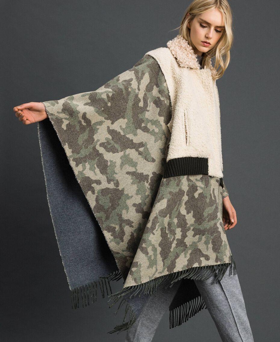 Cape en drap camouflage et bouclé Jacquard Camouflage Femme 192TT2503-05
