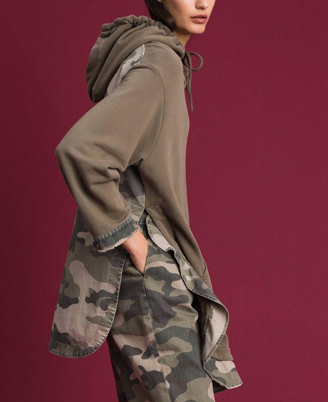 Maxisweatshirt mit Camouflagedetails Armeegold / Camouflageprint Frau 192TP2040-03