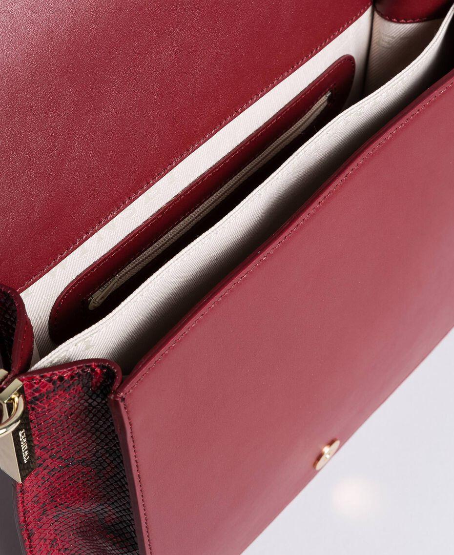 Grand sac à bandoulière en cuir lisse et animalier Bicolore Bordeaux / Python Bordeaux Femme AA8PG3-05