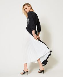 Robe longue avec dentelle de Chantilly et plissé Bicolore Noir / Blanc Optique Femme 211TQ210A-06