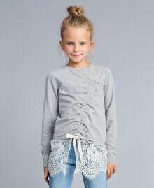 Sweatshirt aus Stretch-Baumwolle mit Raffung Zweifarbig Hellgrau-Melange / Off White Kind GA82GB-0S