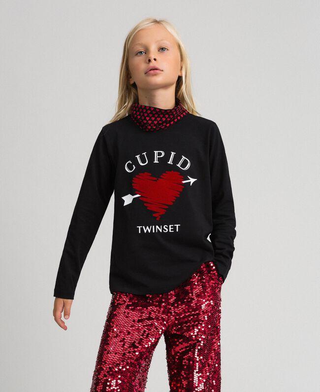 T-shirt con stampa a cuore e collo Nero / Stampa Cuoricini Bambina 192GJ2532-01