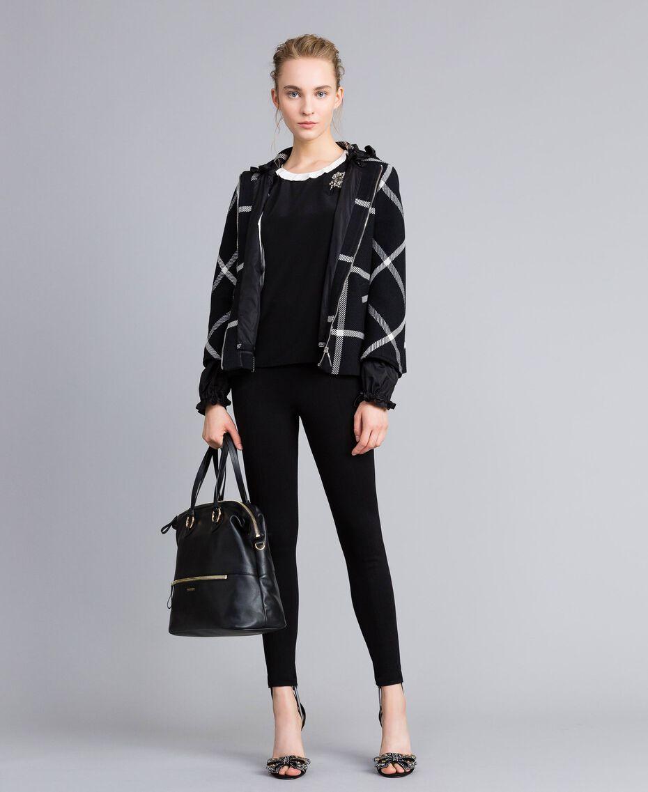 Manteau court en drap à carreaux Bicolore Carreaux Noir / Blanc Neige Femme PA826Y-0T