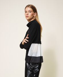 Pull en laine mélangée avec plissé Bicolore Noir / Blanc Neige Femme 202TT3051-02