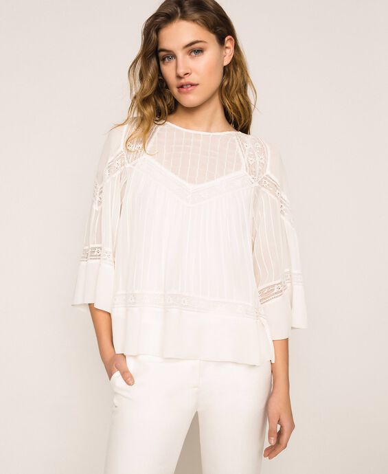 Georgette blouse with embroideries and lace