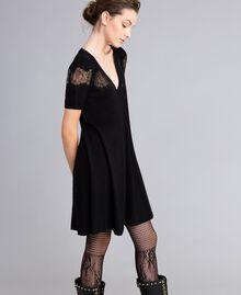 Robe en laine mélangée avec incrustations en dentelle Noir Femme PA83AA-02
