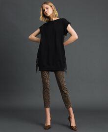 Maxisweatshirt mit Fransen und Mikronieten Schwarz Frau 192MP2231-02