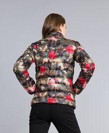 "Leichte Steppjacke mit Print Print ""Rosen"" Camouflage Frau JA82AN-03"