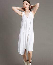 Asymmetrisches Kleid aus Kreppjersey Weiß Frau 191LB22QQ-05