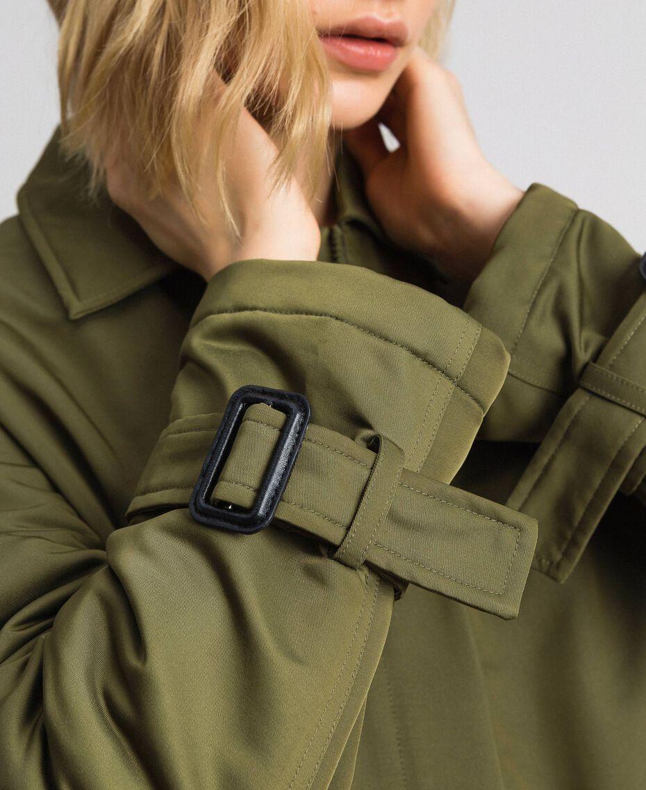 Mantel aus technischem Satin mit Animal-Kragen Grüne Vetiver Frau 192MP2121-06