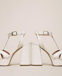 T-Bar-Sandalette aus Leder Print Kroko Schneeweiß Frau 201TCP072-02
