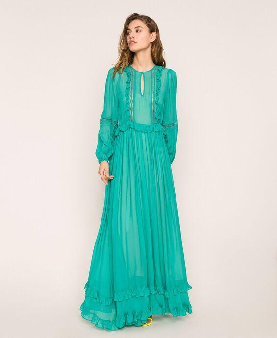 Длинное платье из жоржета с ажурной вышивкой