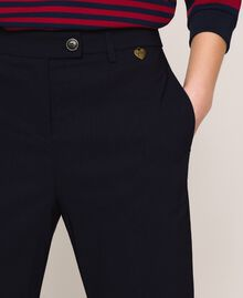 Figurbetonte Hose mit Taschen Nachtblau Frau 201TP2511-04