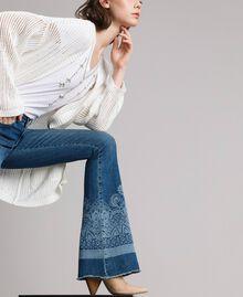 Jeans mit Laser-Muster und Glockenboden Denimblau Frau 191MT2381-01