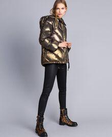 Kurze Steppjacke aus Lamé Mehrfarbig-Metallic Frau TA82CA-04