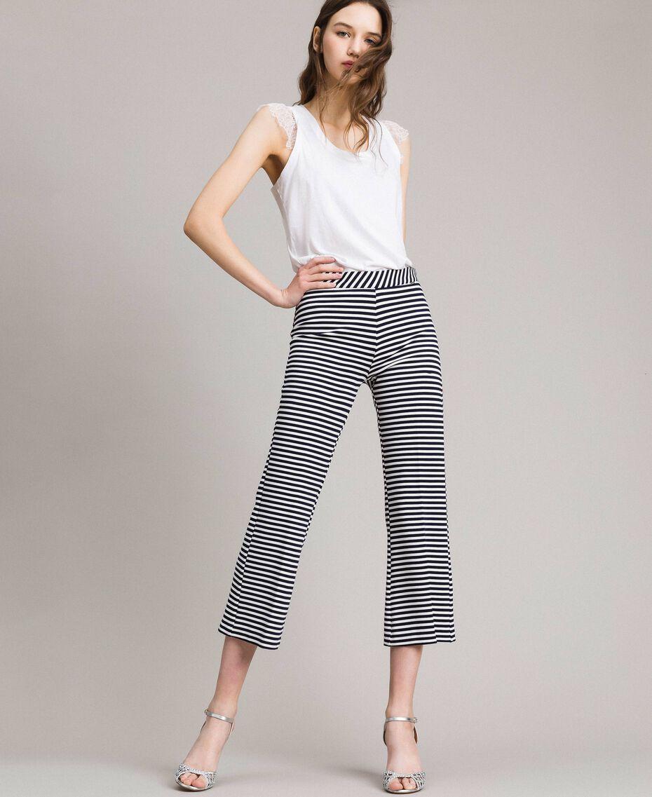 Pantalones anchos a rayas en dos tonos