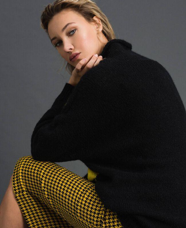 Maxi pull en mohair mélangé avec incrustation Noir / Jaune Femme 192MT3250-03