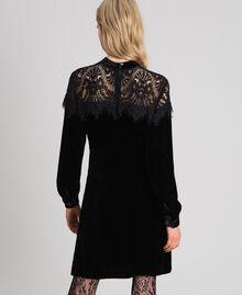 Kleid aus Samt mit Spitze Schwarz Frau 192TT2424-03