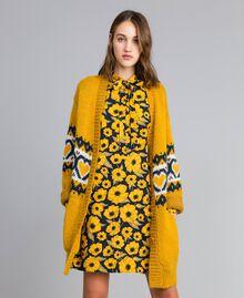 Maxicardigan mit Jacquardherzen Golden Yellow Frau YA8311-01