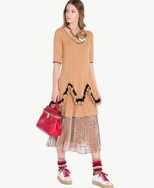 Kleid mit Rüschen Honigbeige / Schwarz PA7341-06