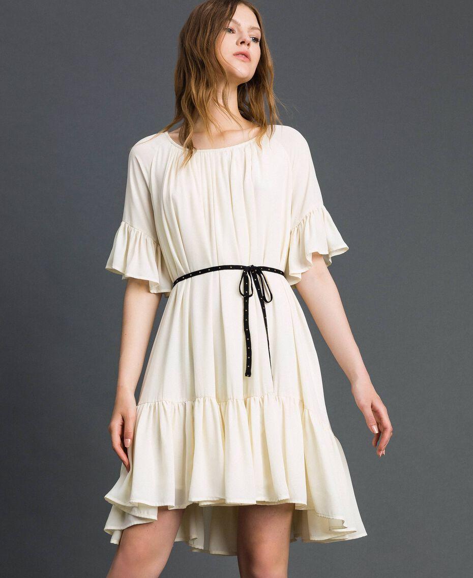 Kleid aus Crêpe de Chine mit Gürtel Weiß Vanille Frau 192MP2163-02