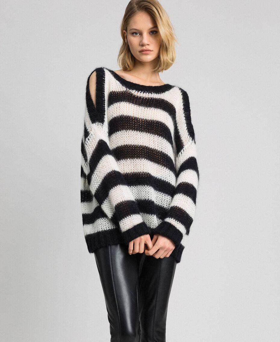 Gestreifter Pullover aus Mohair Streifen Schwarz / Pergamentweiß Frau 192TP3271-02