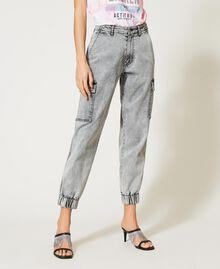 Jeans mit Cargotaschen Denim-Grau Frau 211MT256A-02