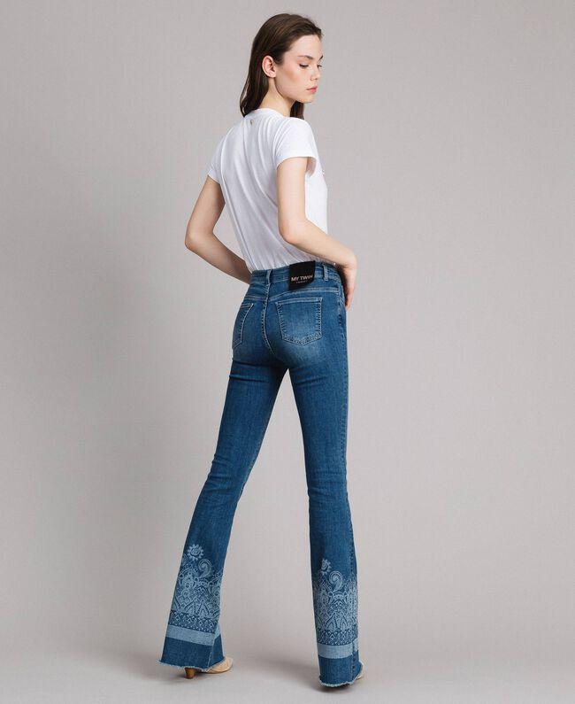 Jeans mit Laser-Muster und Glockenboden Denimblau Frau 191MT2381-04
