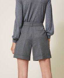 Shorts mit Gürtel und Aufschlag Durchschnittgrau-Mélange Frau 202ST2202-04