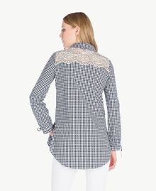 Langes Hemd mit Vichykaros Zweifarbiges Vichy Optisches Weiß / Schwarz Frau JS82ER-03