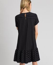 Robe rayée avec volant dans le bas Rayures Noir / Lys Femme 192MP2062-03