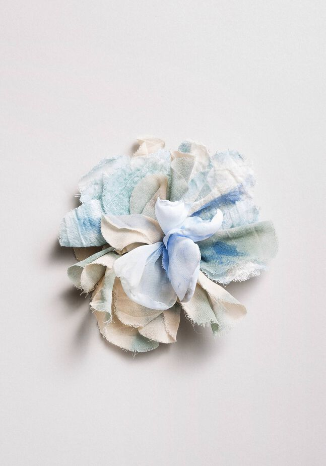 Broche de fleur en tissu