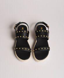 Plateau-Sandalen mit Nieten Schwarz Frau 191MCP230-04