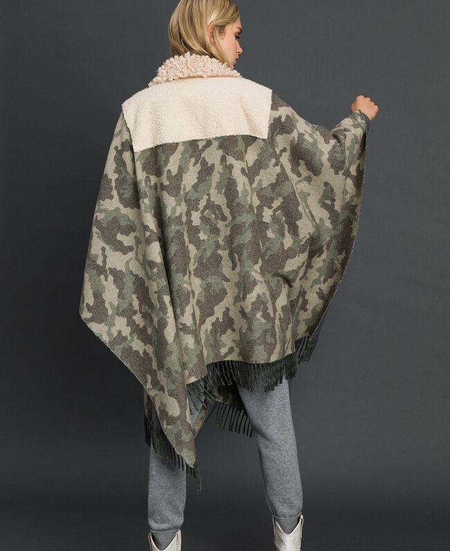 Cape en drap camouflage et bouclé Jacquard Camouflage Femme 192TT2503-04