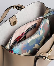 Shopper in similpelle e pochette stampata Bicolor Tortora / Camouflage Donna VA8PGN-05