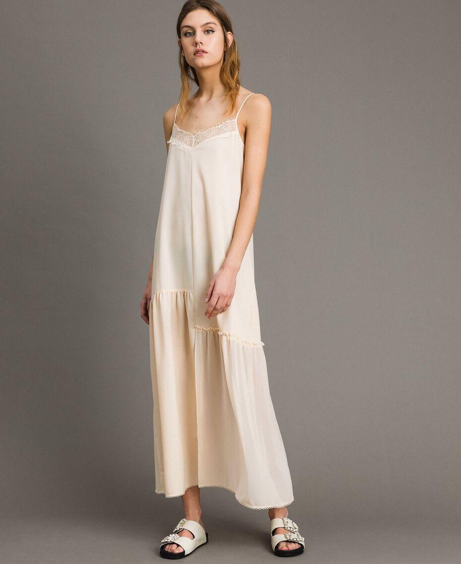 Kleid im Unterkleidstil aus Crêpe de Chine mit Spitze Morgendämmerung Frau 191ST2064-02