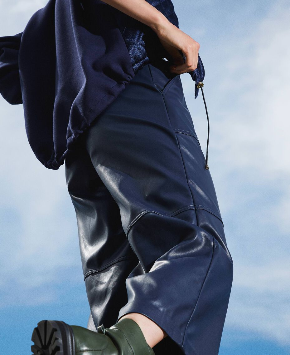 Cropped-Hose aus Lederimitat Blackout Blau Frau 202LI2GAA-01