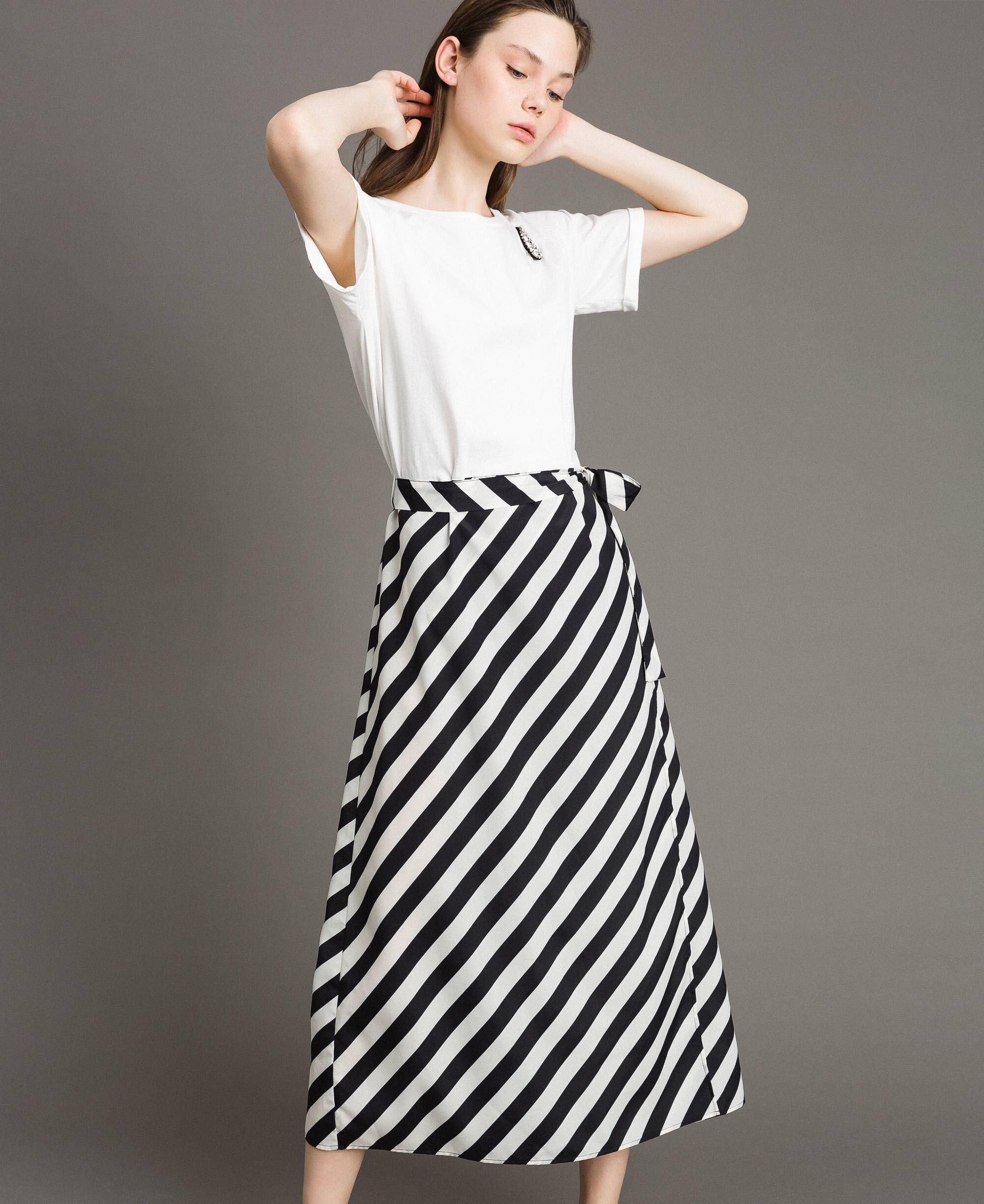 8725330bf Vestido largo con falda cruzada Mujer