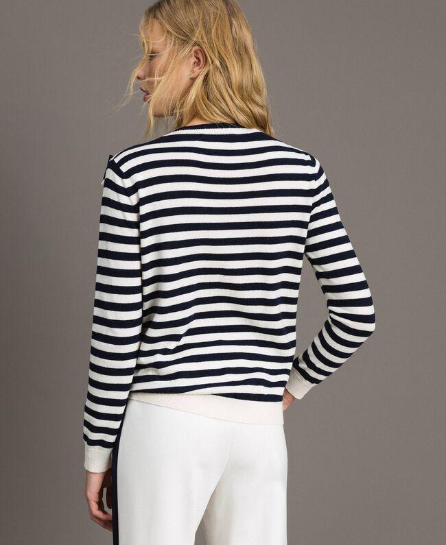 Gestreifter Pullover aus Kaschmirmischung Zweifarbig Streifen Dunkelblau / Schnee Frau 191TP3361-04