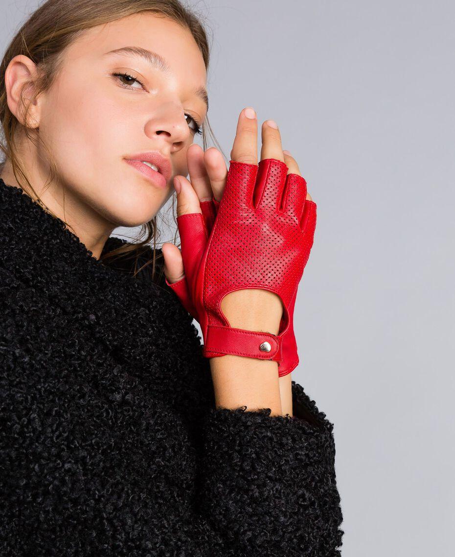 Handschuhe aus perforiertem Leder Rot Mohn Frau VA8P4N-0S