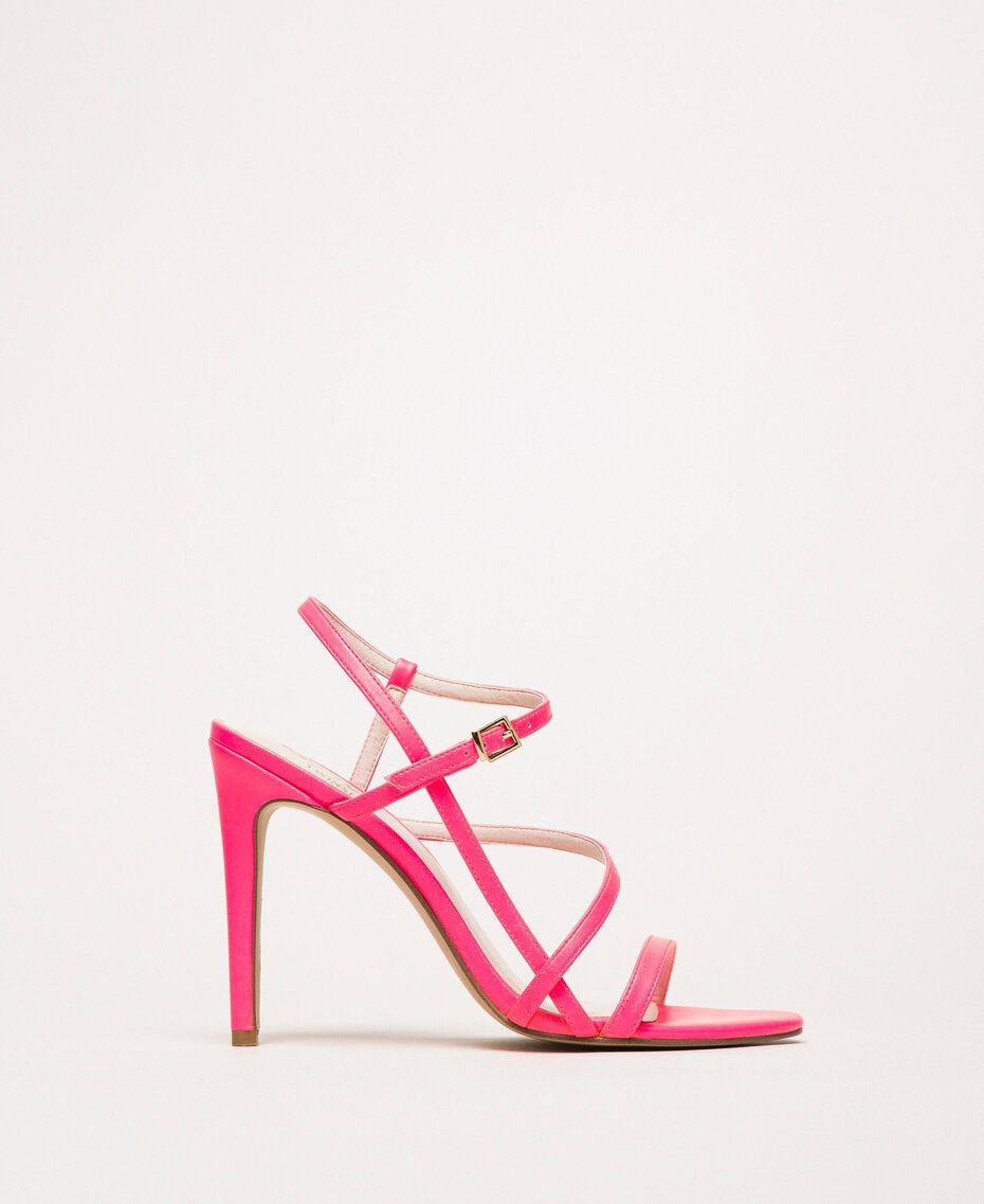 Sandalette aus Lederimitat in Neonfarbe Neonpink Frau 201MCT020-01